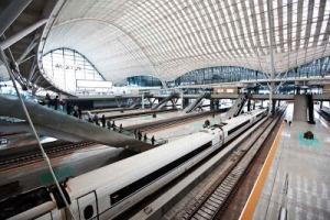 Wuhan railway station (tavtrilhos.com)